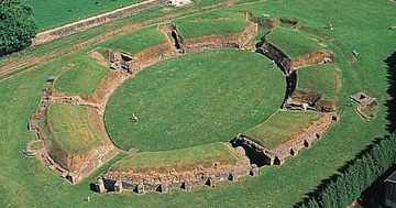 Caerleon_amphitheatre